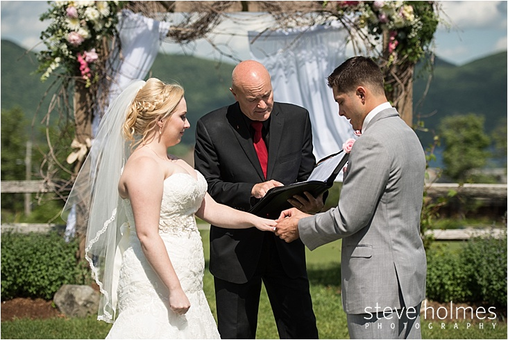 23_bride-and-groom-ring-exchange_web