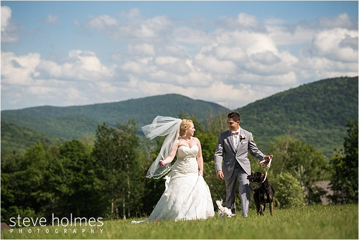 30_bride-and-groom-walking-dogs_web