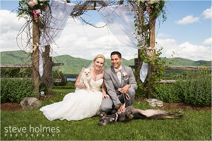 31_bride-and-groom-holding-dogs_web