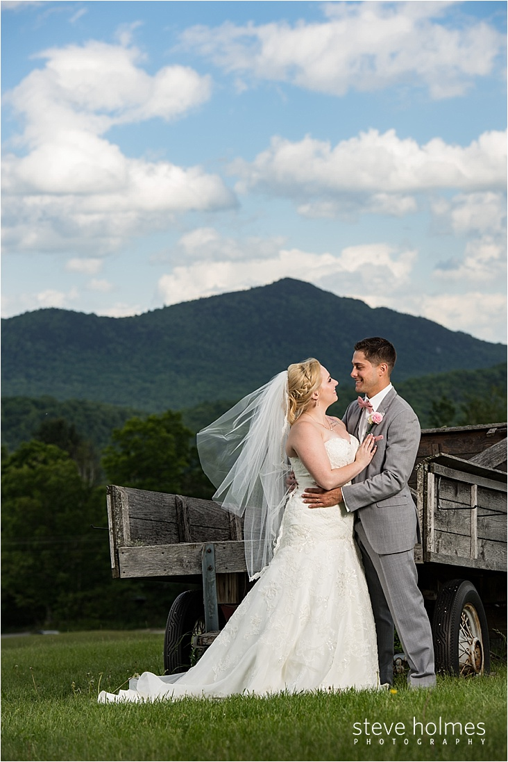 32_bride-and-groom-in-front-of-wagon_web