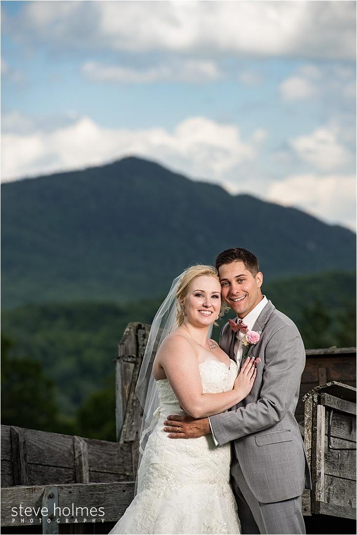 33_bride-and-groom-mountain-background_web