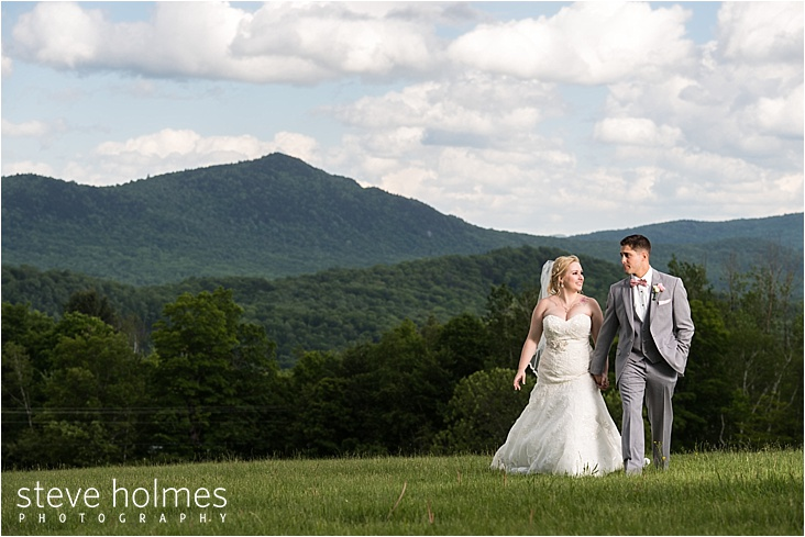 35_bride-and-groom-holding-hands-mountains_web