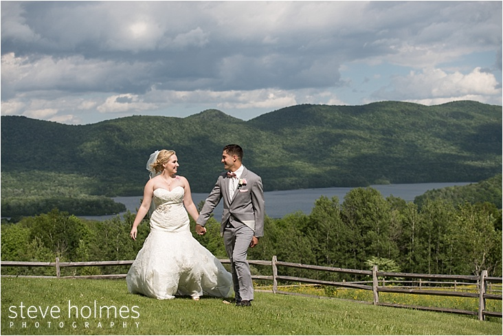 39_bride-and-groom-wooden-fence-mountains_web