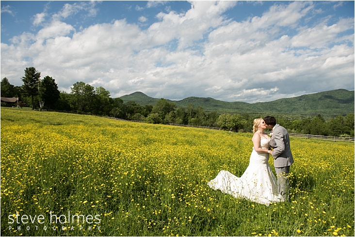 40_bride-and-groom-yellow-flower-field_web