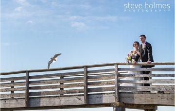 76_bride-and-groom-ocean-seagull