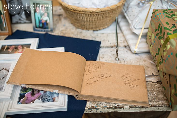 52_Wedding guest book with recycled paper.jpg