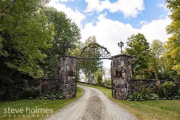 Entrance to Vermont wedding venue.jpg