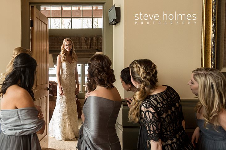 11_Bridesmaids admire bride through doorway.jpg