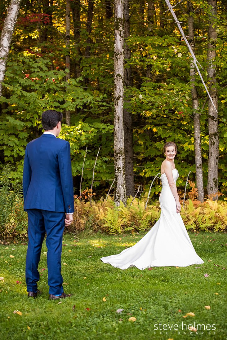 19_Bride turns to meet groom for first look outdoors.jpg