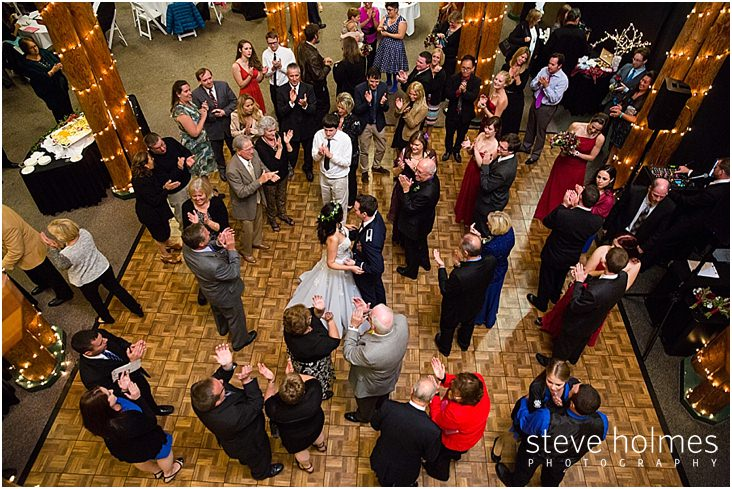 48_guests-clap-for-bride-groom-on-dance-floor