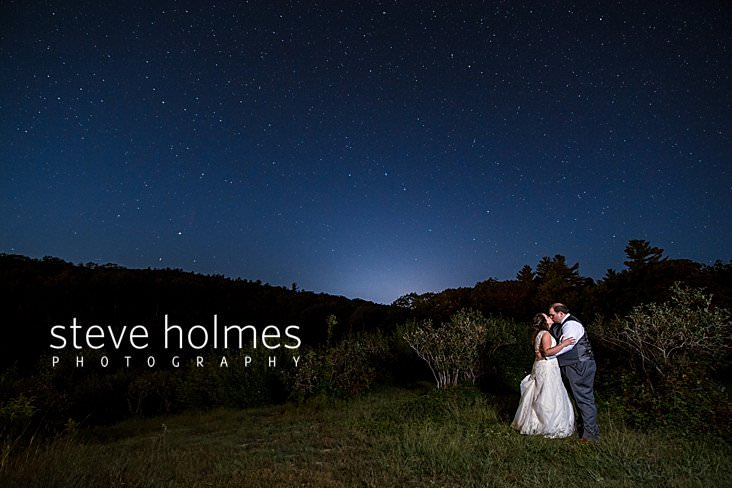 75_Bride and groom kiss under the starry night sky.jpg