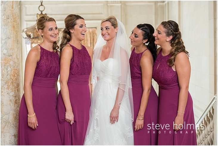 23_bride-and-bridesmaids-smiling-and-laughing