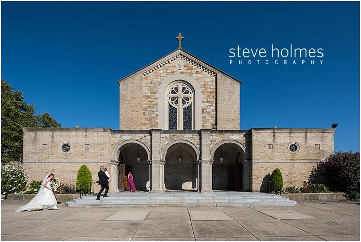 31_bride-walks-toward-church