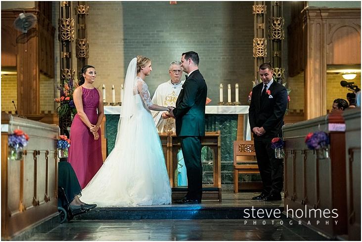 37_bride-groom-smiling-holding-hands-during-ceremony