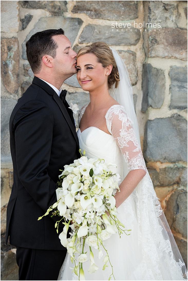 51_groom-kisses-brides-head