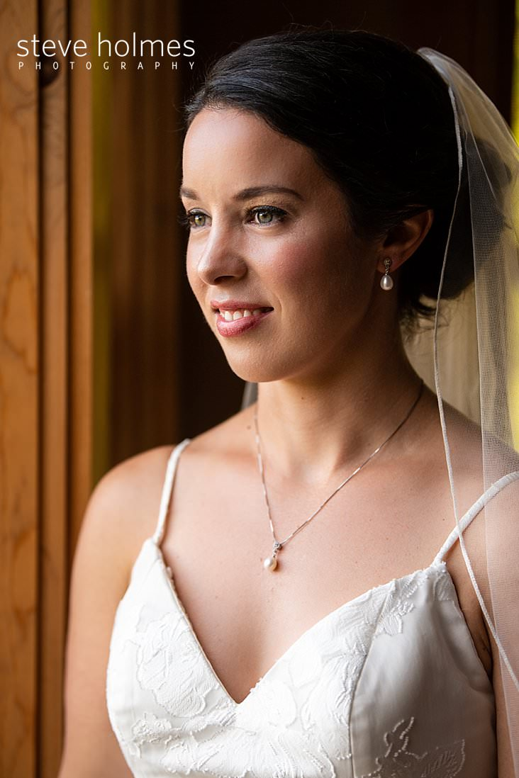 14_Side profile portrait of bride wearing pearls and simple lace veil.jpg